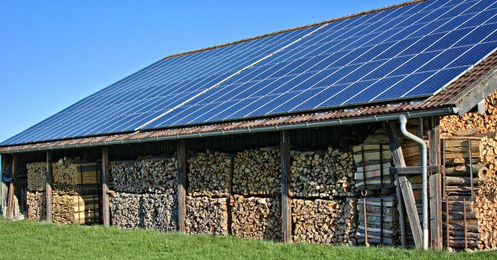 Mit Photovoltaik Geld verdienen: Hilfreiche Tipps für Privatinvestoren. Es muss nicht immer das eigene Dach sein.